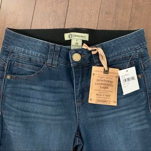 NWT Democracy Ankle length jeans